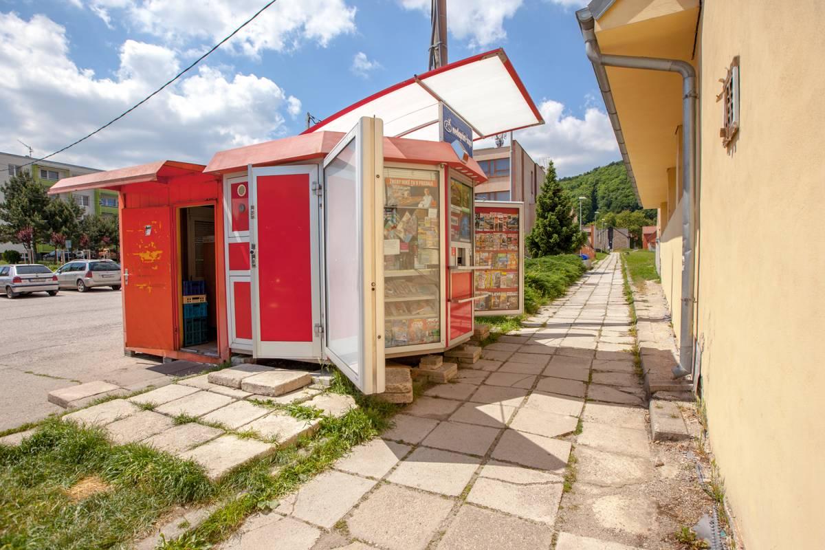 Novinový stánok v Smoleniciach