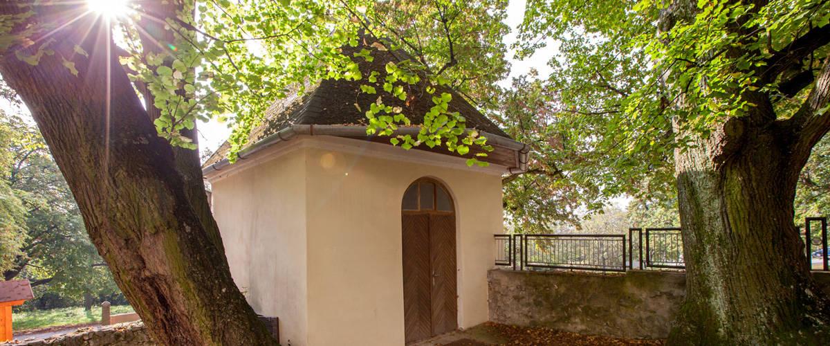 Kaplnka sv. Michala za kostolom v Smoleniciach